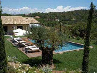Rolling countryside views within 3500 square meters of Provencal gardens. AZR 356, Le Plan-du-Var