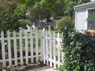 MONTHLY Country Coastal COTTAGE PET FRIENDLY, Little Compton
