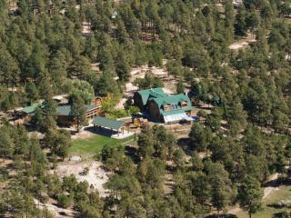 1929 Log Cabin Guest House on 5 acres of pines, Colorado Springs