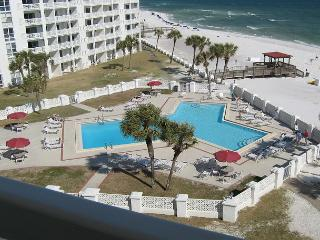 Gulf Front One Bedroom - Sleeps Four and Right on the Beach, Fort Walton Beach
