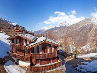 Le Grand Deux Chalet with splendid Swiss Alps view- terraces, ensuite jetted tub, Saas-Fee