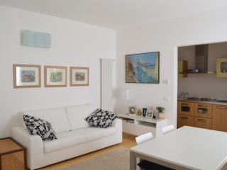 Contemporary chic Delfina - Venice vacation rentals