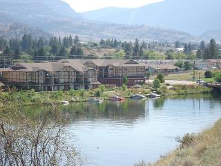 Ok Falls Condo Rental View and Walk to Skaha Lake, Okanagan Falls