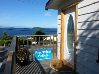 Blue Waters Cottage - Hot Tub, Million $ View!, Sechelt
