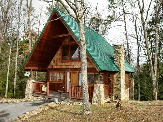 Romantic 1 Bedroom Pigeon Forge Cabin in the Wears Valley Area with Jacuzzi, Sevierville