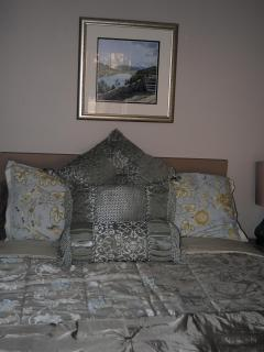 Bedroom hotel stye unit on the second floor can rent separately