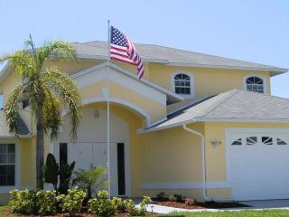 Luxurious villa with heated pool in prime SW location! Tax included, Cape Coral