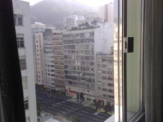 furnished studio apto located 1block away from t, Rio de Janeiro