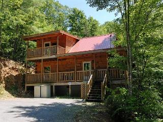 Cabin in between Gatlinburg and Pigeon Forge     PINE COVE HIDEAWAY #1816, Sevierville