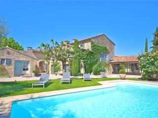 St Roch's Farmhouse: Luxury holiday home with heated pool in the heart of Provence, Luberon