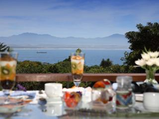 Enjoy breakfast with endless views of the bay and the mountains....., Western Cape