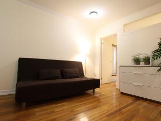 DUPLEX TIMES SQUARE GEM: spacious 3BR on Manhattan, New York