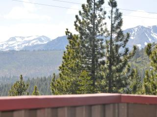 Luxury 4BR with Mt Tallac Views!, South Lake Tahoe