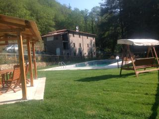 Beautiful secluded old stone Tuscan Villa, Pescaglia