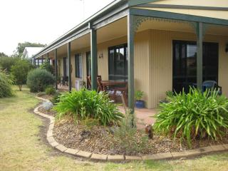 Pet and family friendly holiday house, Ocean Grove