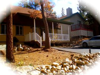 Cozy Cabin w/Spa//Fun close by sledding hill!!, Sugarloaf