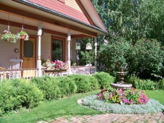 Two Bedrooms on First Floor 1914 Historic Home, Glenwood Springs