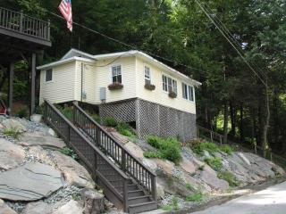 COZY COTTAGE LOCATED ON DELAWARE RIVER, Damascus