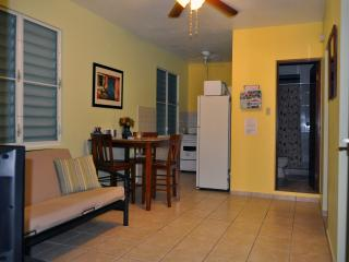 Isola-Comfort at a reasonable price & close to popular beaches, Aguadilla