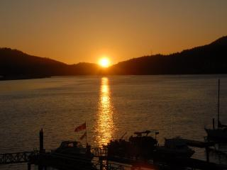 1 BR Beach House-Enjoy the Ocean & Amazing Sunsets, Port Moody