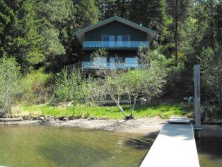 Lake Coeur d'Alene Family Cabin with Sandy Beach