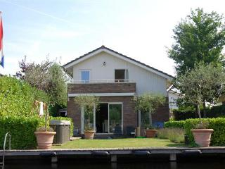 Holiday Rental with Jacuzzi at Lake near Amsterdam, Vinkeveen