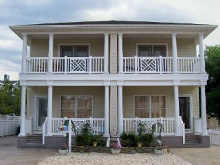 Beautiful Key West Style Pet Friendly Townhome, Beach Haven