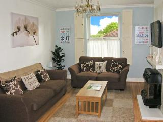 SUNSHINE COTTAGE, family-friendly, close to beach, modern fittings in Kessingland, Ref 23503