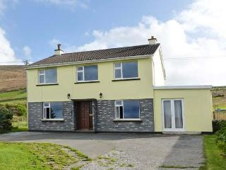 RADHARC NE GRAIGE, cottage with views, stove, garden, on Dingle Peninsula, Ballyferriter Ref 24829 - Ballyferriter vacation rentals