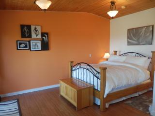 Armand Heights Bed and Breakfast   Red Cedar Suite, Salt Spring Island