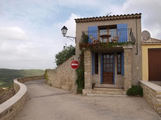 Beautiful village house Provence, magnificent view, Cornillon-Confoux