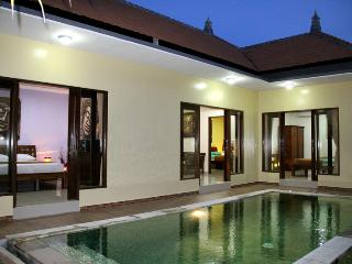 Villa Uma wonderfull located in quiet safe area, Seminyak