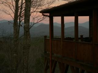 Luxury Smoky Mountain Chalet(MyCubbyHole), Murphy