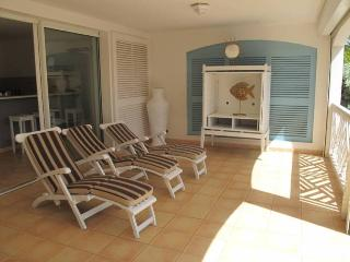CARIBBEAN PRINCESS C1......affordable beachfront condo perfect for small family or 2 couples, Orient Bay