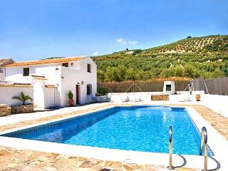 Cortijo Las Olivas - sleeps up to 11 - near Lakes, Iznajar