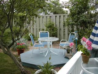 West End Beauty With Pool and Hot Tub 2BD/2BA, Provincetown