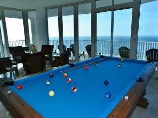 Penthouse Palace: Pool Table, Hypnotic Views, Gulf Shores