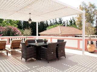 Titika a family apartment in a traditional complex, Chania Town