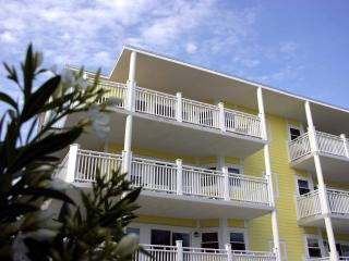 The Ocean View Condo, Steps to the beach, Tybee Island