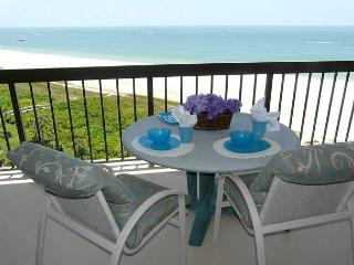 Beachfront condo with heated pool, hot tub and countless luxurious amenities, Marco Island