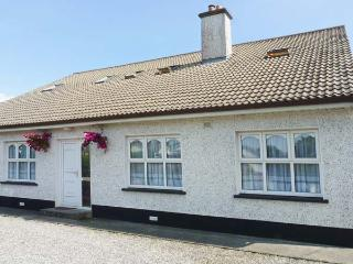KILKARTAN HOUSE TWO, pet-friendly, central location, off road parking, in Ballina, Ref. 11676