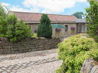 WELL BARN COTTAGE, all ground floor, romantic retreat, WiFi, Grade II listed, near Ripley, Ref. 26704, Ripon
