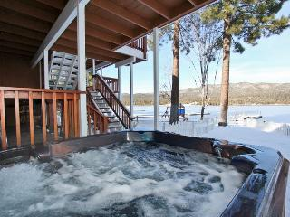 Lakefront Manor - Luxurious! Boat Dock! Spa! Pool!, Big Bear Lake
