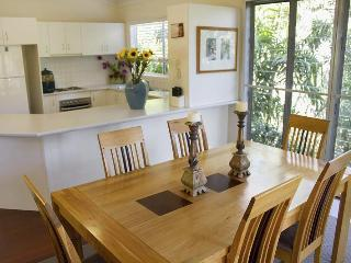 Large family home Noosa Heads - Nestled In Noosa