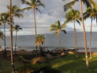 OCEANFRONT CONDO-INCREDIBLY BEAUTIFUL 2 BR 2 BATH, Kihei
