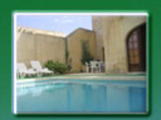 Lovely Farmhouse with private pool. Great rates!, San Lawrenz