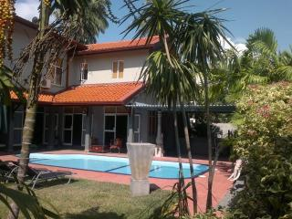 Palms Villa with Private swimming Pool Green room, Negombo