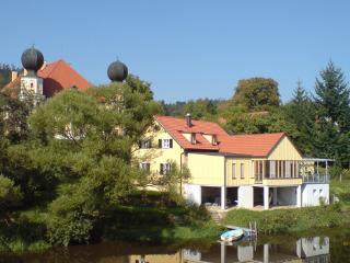BEAUTIFUL HOLIDAY APARTMENTS DIRECTLY AT THE RIVER, Regenstauf