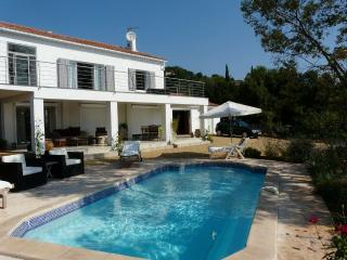 Villa Val d'Or Apartment with a Pool, Fireplace, a, Cotignac