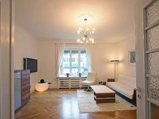 First Class Fair Apartment in Düsseldorf, 80 qm